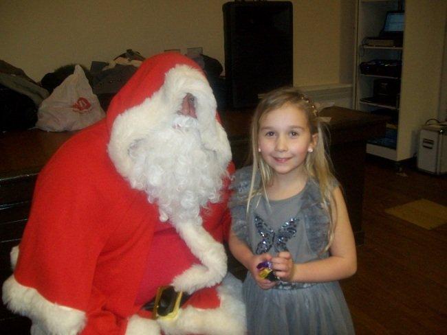 Even Santa Volunteer's at The Hut